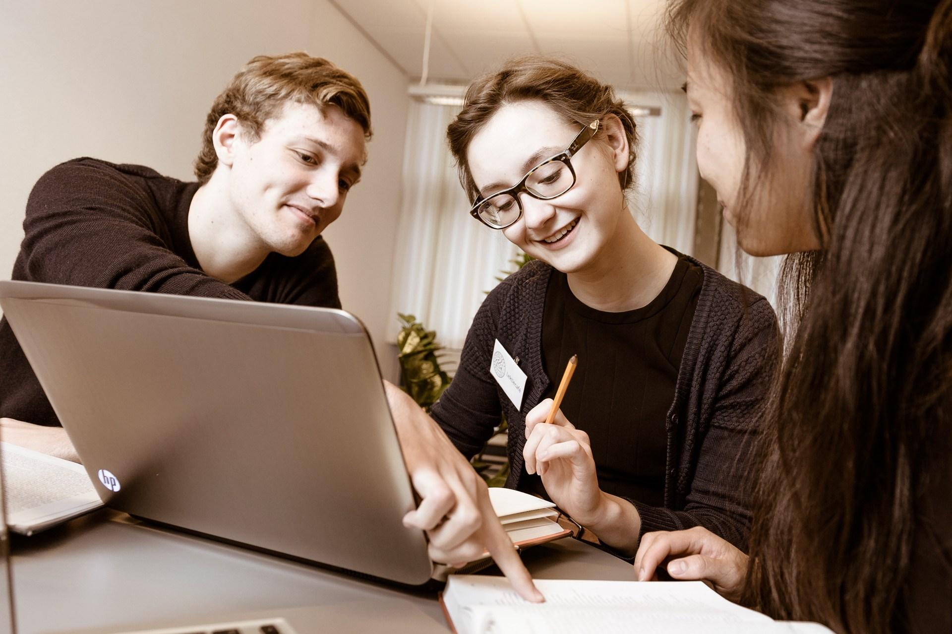 Elever arbejder