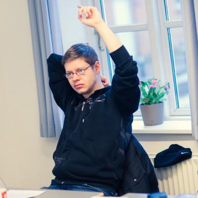 Elev rækker hånden op